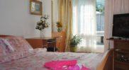 Для отдыха в Гурзуфе двухкомнатная квартира близко к морю.